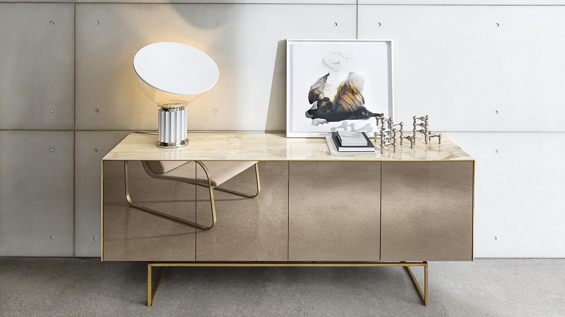 Magda madia di design in ceramica e specchio sovet for Madie di design