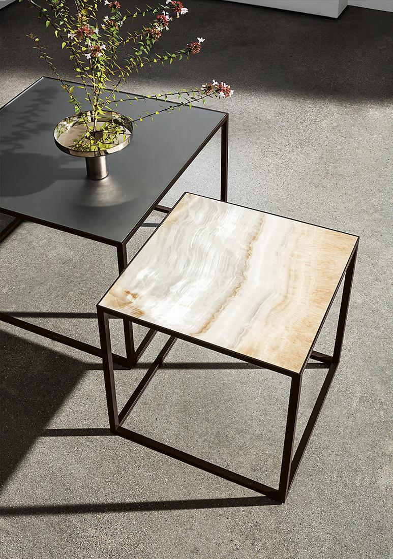 Quadro coffee table with gold onyx ceramic and smoked mirror