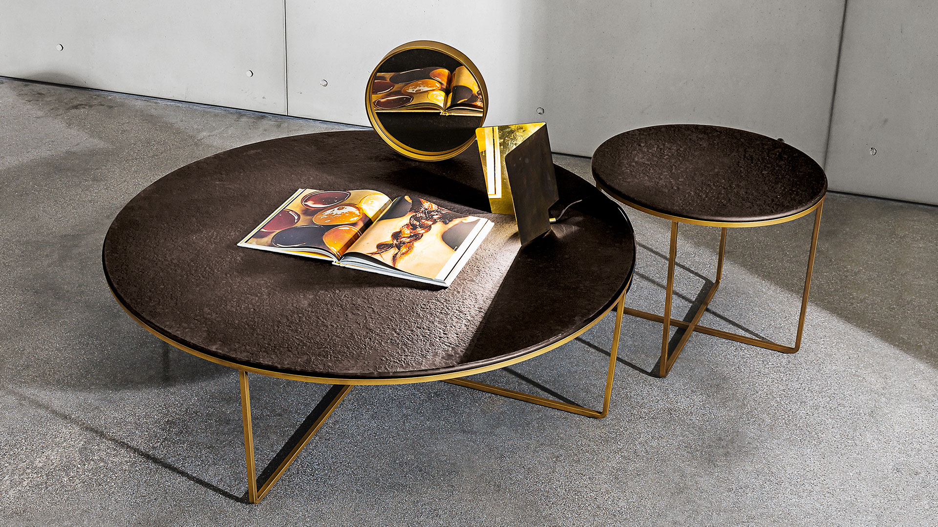 Piktor Round Coffee Table In Gl