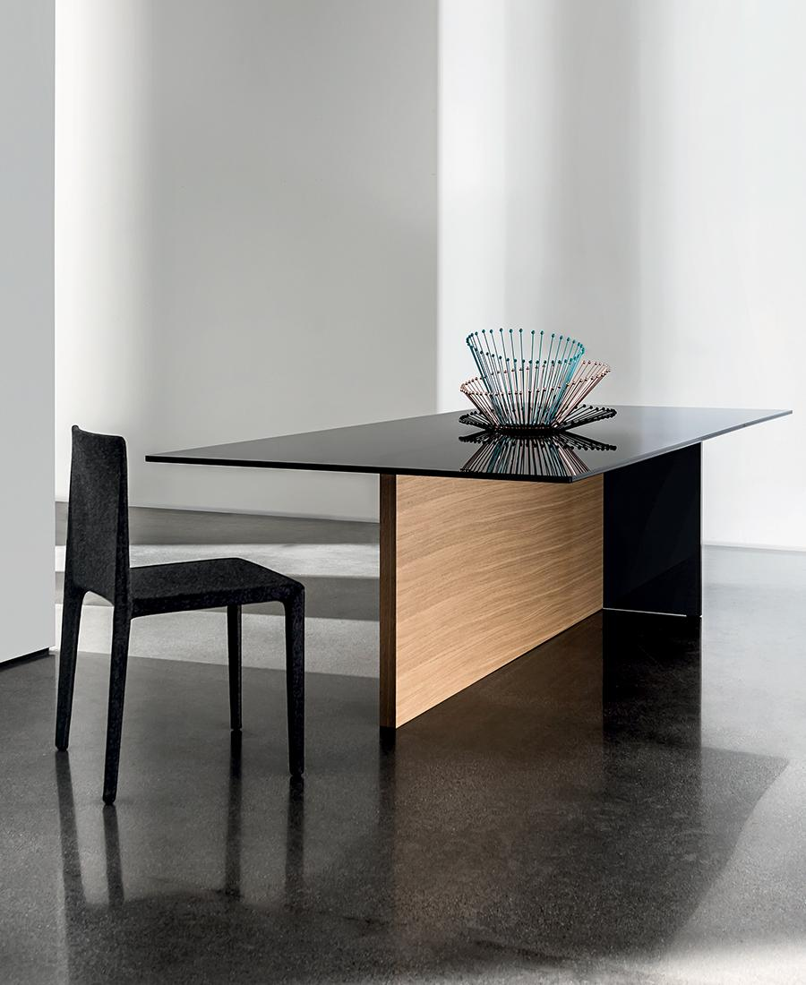Regolo rectangular dining table